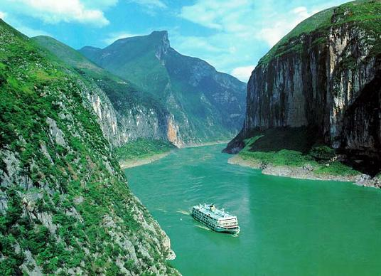 Three Gorges Hiking Tour Hiking Along Three Gorges Of